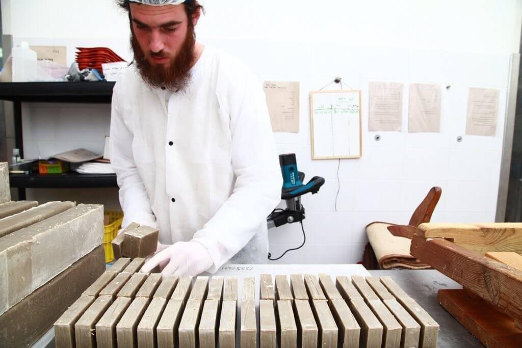 תהליך ייצור אוהב בעבודת יד ובמנות קטנות,