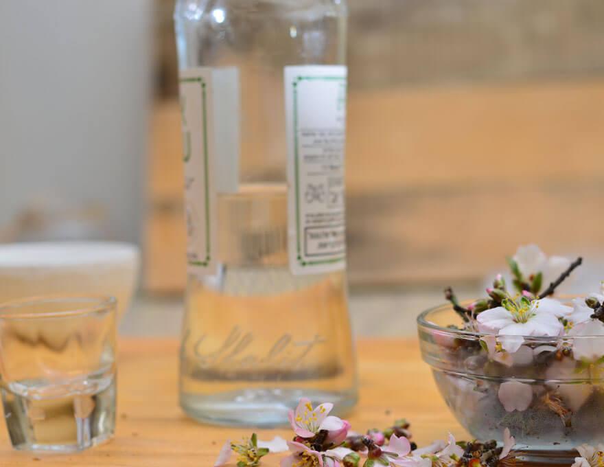טינקטורה של פרחי שקד - מיכל סבון טבעי